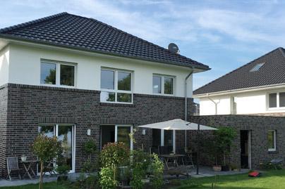 Massivhaus walmdach  Modernes Massivhaus Stadtvilla, Stadthaus planen und bauen ...