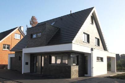 Einfamilienhaus neubau satteldach klinker for Modernes haus neubau