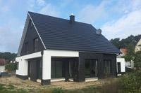 haustyp unna modernes einfamilienhaus mit satteldach modernes massivhaus modernes. Black Bedroom Furniture Sets. Home Design Ideas