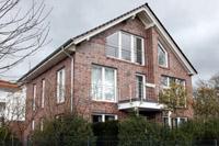 Moderne stadtvilla remscheid solingen satte dach for Moderne bauweise